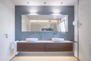 Farbe und Licht im Bad sind hier perfekt aufeinander abgestimmt.