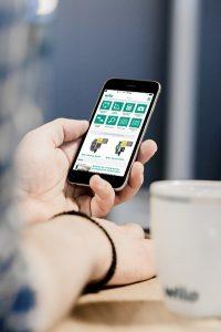 Heizungspumpe tauschen und die Fernüberwachung der Heizungsanlage per Smartphone gehen heutzutage oft Hand in Hand. Foto: Wilo